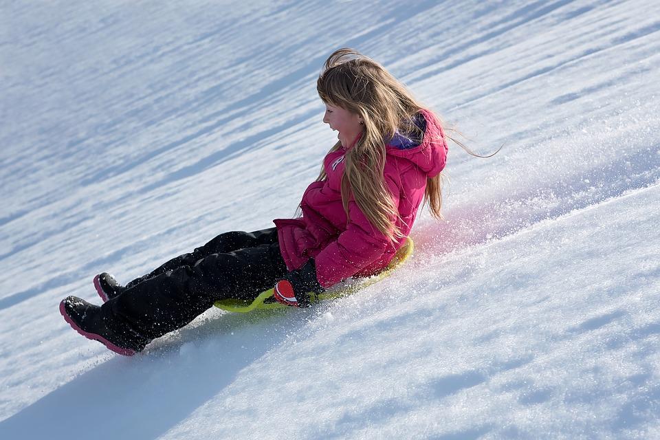 Girl_sliding_snow